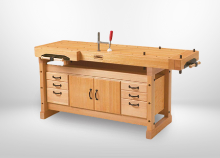 Benchbench de beech avec des combs de cabinet